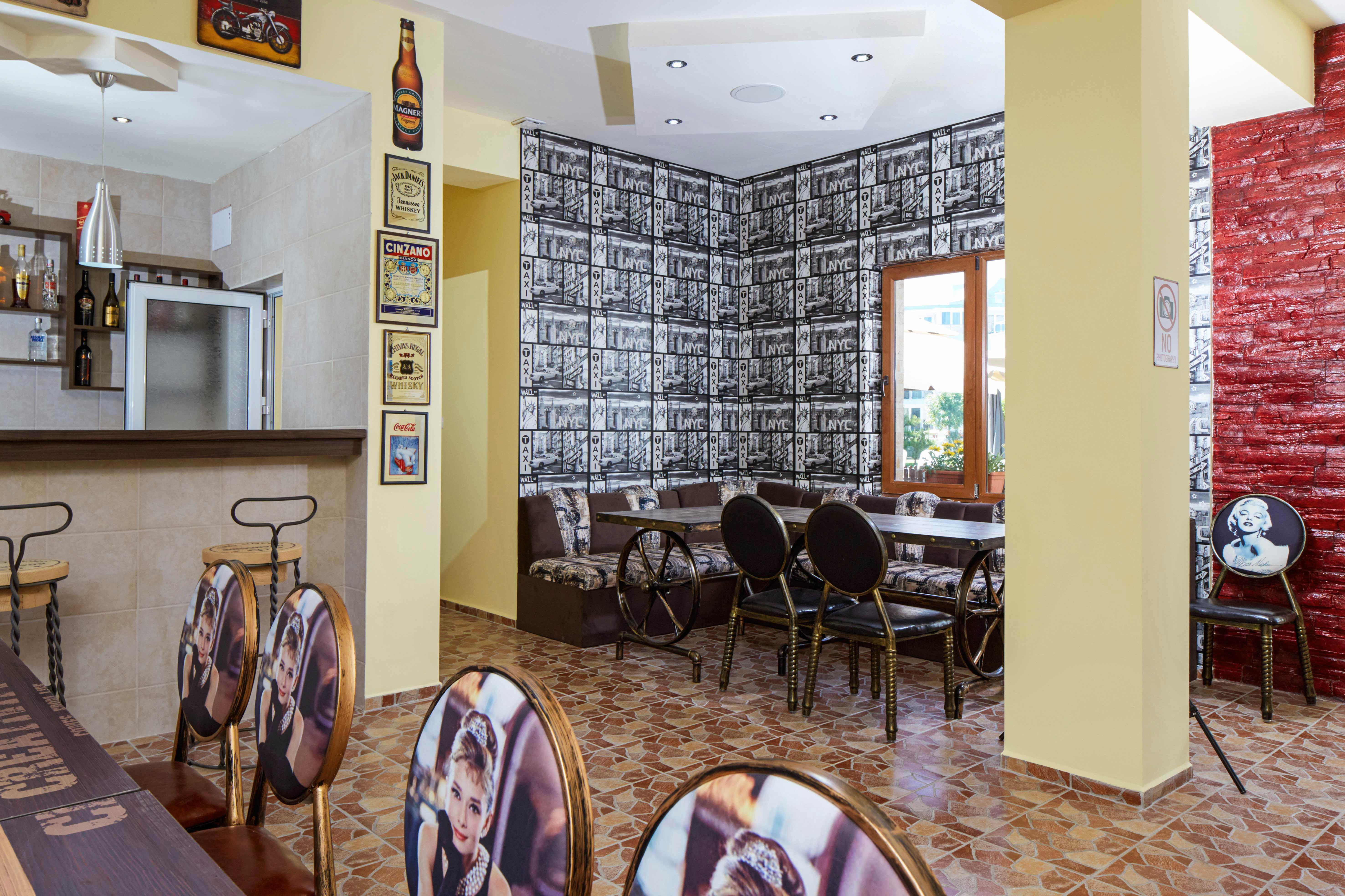 Cafe-Bar
